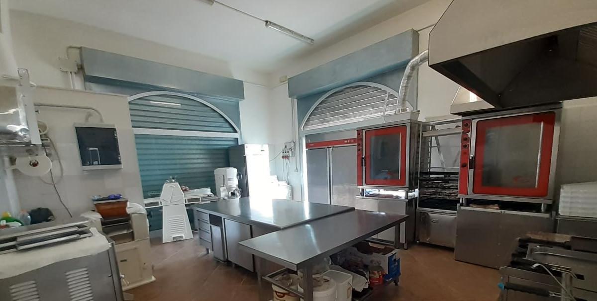 Mondo Attività: Vendesi Rosticceria, pasticceria e pizzeria in provincia di Lecce(3)